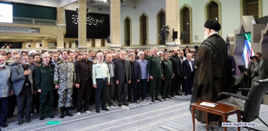 أمسية روائية تناولت ذكريات الدفاع المقدس بحضور الإمام الخامنئي