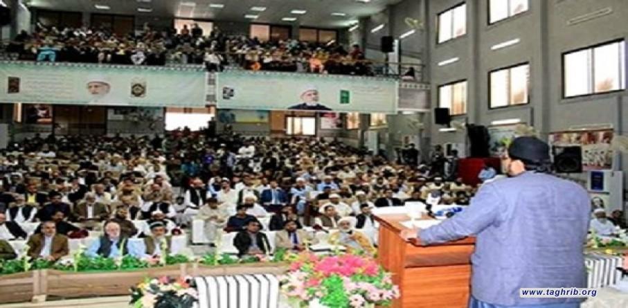 """عرضت مؤسسة """"منهاج القرآن"""" للعلوم القرآنية في مدينة """"كراتشي"""" الباكستانية موسوعة قرآنیة مکونة من 8 مجلدات."""