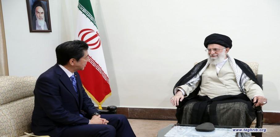 قائد الثورة الإسلامية يستقبل رئيس وزراء اليابان