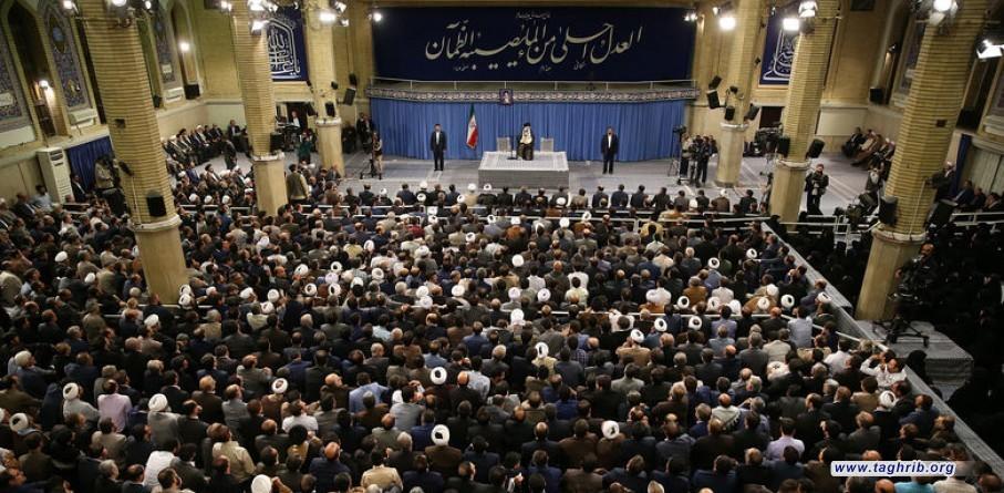 الأمريكيون مذعورون من أسباب قوة الشعب الإيراني ويحاولون إزالتها عبر خديعة التفاوض + صور
