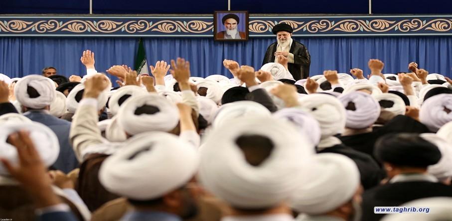 الامام الخامنئي يستقبل أئمة الجمعة بمناسبة الذكرى الأربعين لإقامة أول صلاة جمعة في البلاد